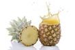 taglio di ananas con splashing