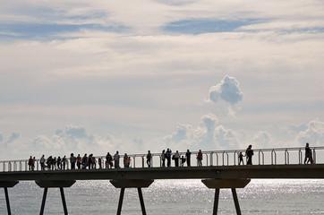 El puente del petróleo en Badalona