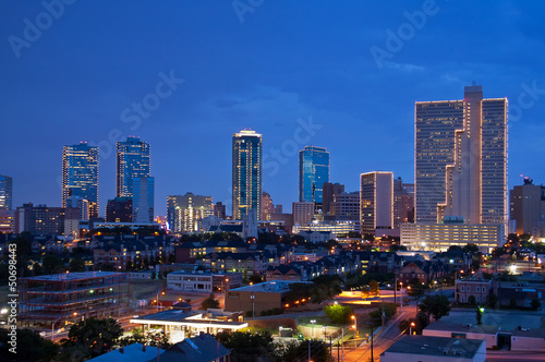 In de dag Texas Skyline of Fort Worth Texas at night