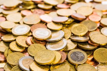 Fläche aus vielen Euro Münzen