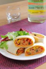 Wrap de tortilla con atún y verduras
