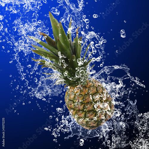 Foto op Canvas Opspattend water Pineapple with water splash