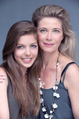 mère et fille beauté complice glamour
