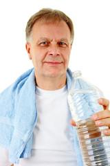Man trinkt Wasser