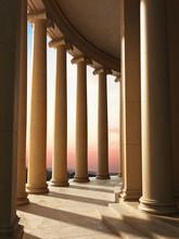 l'architecture de la colonne avec un fond coucher de soleil