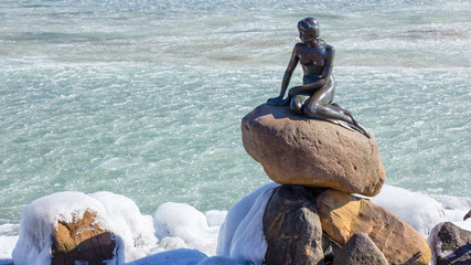 Sirenetta in inverno con neve