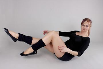 Frau trainiert ihren Körper