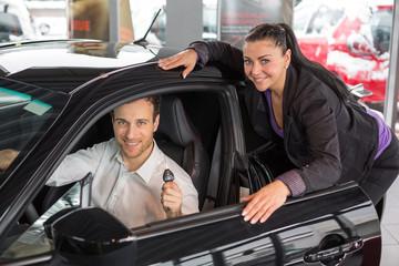 Beratungsgespräch und Verkaufsgespräch im Autohaus