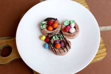 Meringues with Easter Eggs