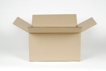 Caja de cartón abierta
