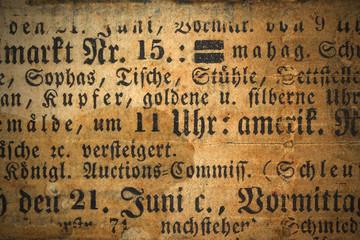 Historische Zeitung mit Flecken