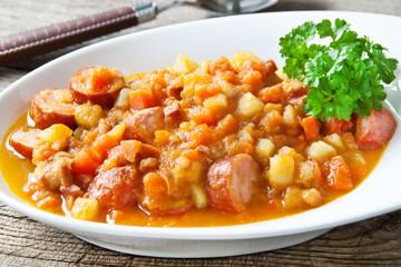 Kartoffel - Karotten - Eintopf mit Mettwurst