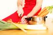Koch bei der Zubereitung
