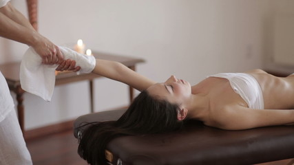 Stretching the spine in a spa