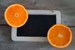 Tafel mit Orangen