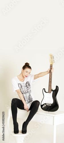 Model mit Gitarre