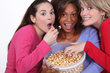 Friends eating caramel popcorn together