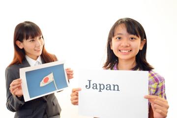 英語の勉強を楽しむ女の子