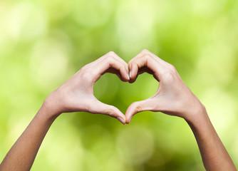 manos con corazón