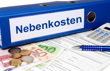 Nebenkostenordner mit Geld und Taschenrechner