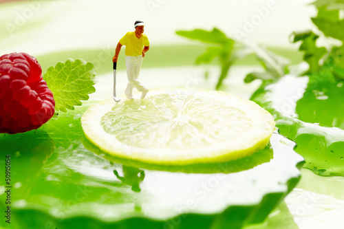 Miniature golf on fruits
