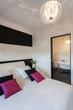Vibrant cottage - Bedroom and bathroom
