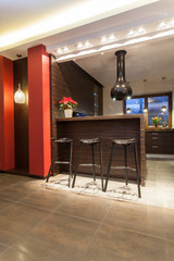 Ruby house - Bar stools in kitchen