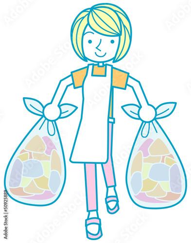 ゴミを捨てる女性