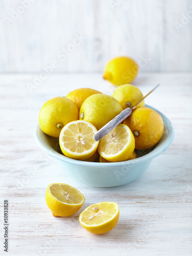 Fresh lemons in a bowl