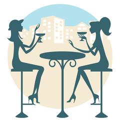 Dos amigas tomando una copa y charlando