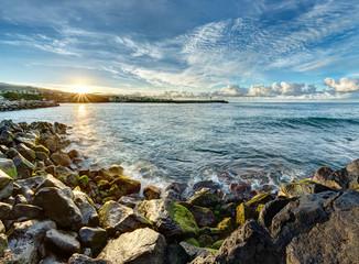 Lever de soleil au port de saint-pierre - Ile de la Réunion
