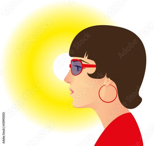 женщина в темных очках