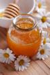 miele grezzo biologico con margherite