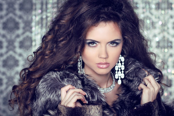 Jewelry and Fashion lady. Beautiful Woman wearing in Luxury Fur