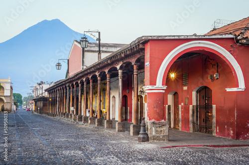 Fotobehang Centraal-Amerika Landen Colonial buildings Antigua, Guatemala