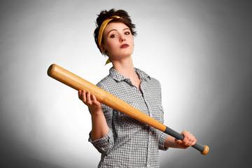 Frau mit Baseballschläger