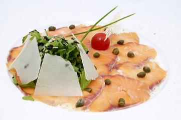 Карпаччо из красной рыбы и пармезаном