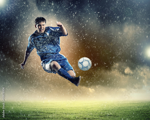 Plexiglas voetbal football player striking the ball
