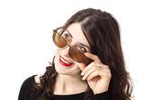 Mirando por encima de las gafas