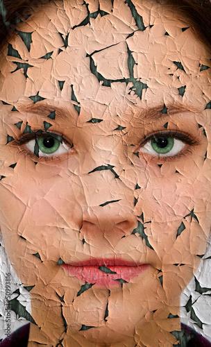 Gesicht mit Falten und Risse