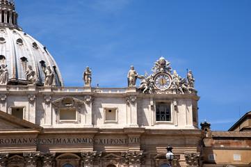 Rom Uhr am Petersdom Detail