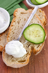 tzatziki with bread