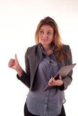 Młoda sympatyczna kobieta po zadowolona po egzaminie