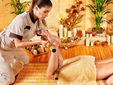 Woman getting feet massage - 51015884