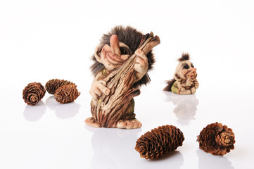 Norweski troll grający na kontrabasie