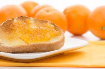 トーストとオレンジ
