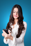 ragazza con smartphone - young woman touching a smartphone