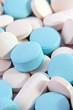 Weiße und blaue Tabletten