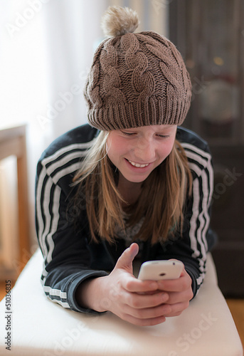 Teenager mit Smartphone