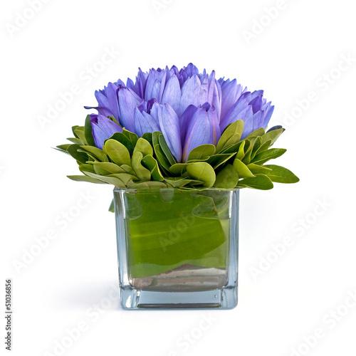 Bouquet de lotus bleus dans un vace